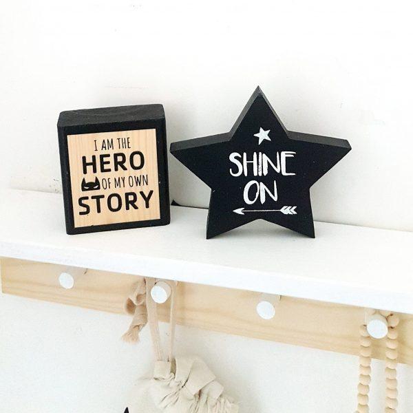 כוכב מעוצב עם כיתוב Shine On