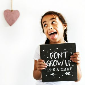 """Don't grow up"" תמונת קיר מאוירת"