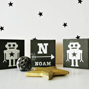 סט בלוקי עץ מאויירים רובוטים עם שם אישי