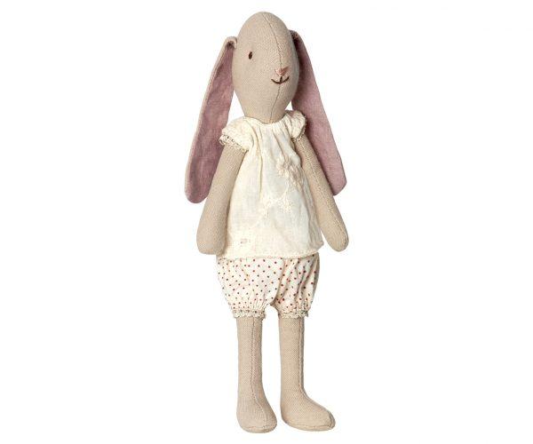 ילדה ארנבית