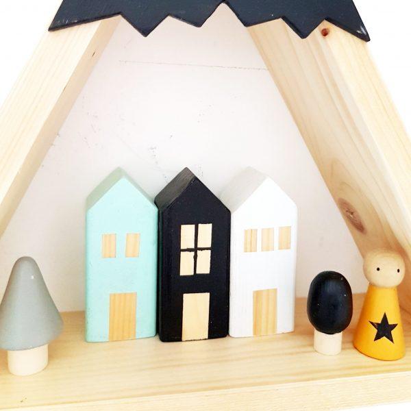 בית עץ ריבועי בעיצוב קלאסי