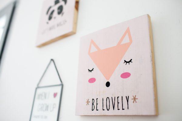 """""""be lovely"""" תמונת קיר מאוירת - שועל"""