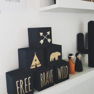 סט בלוקי עץ מאויירים wild free brave