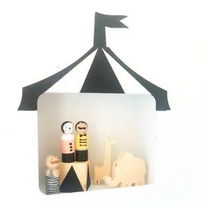 מדף מעוצב בצורת אוהל קירקס
