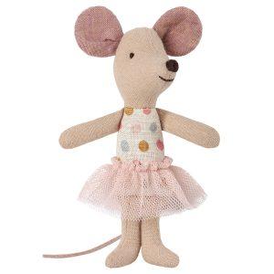 עכברת מנוקדת עם מיטת קופסת גפרורים