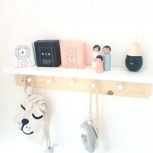 בלוקי עץ מאויירים בסגנון מנימליסטי