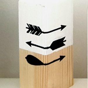 בלוק עץ עם איורי חצים