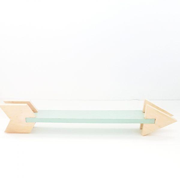 מדף מעוצב בצורת חץ נורדי מעץ מלא