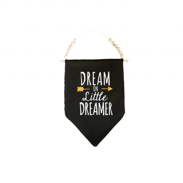 """Dream on little dreamer"" דגל לתליה עם כיתוב"