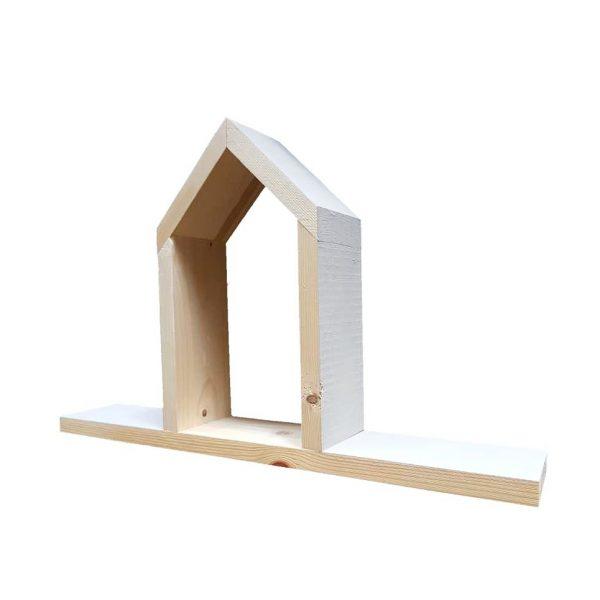 מדף מעוצב עם בית מעץ מלא