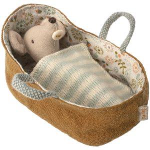 עכברון תינוק בעריסה