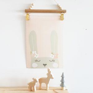 מתלה אומנותי לפוסטרים עם קליפס ארנב