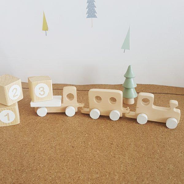 רכבת עץ בעבודת יד בשלושה חלקים