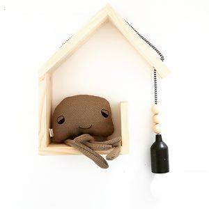 מדף משולב מנורה מעוצב בצורת בית מעץ מלא