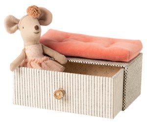 עכברית הרקדנית בקופסת תכשיטים
