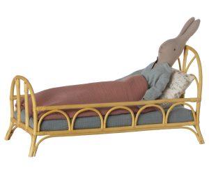 מיטת ראטאן לבובות