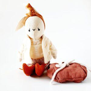 בובת ארנבונית עם תיק גב - Qubashi