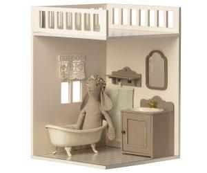 חדר אמבטיה לבית הבובות המהודר
