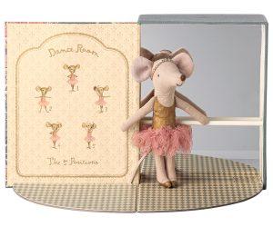 חדר ריקודים עם אחות עכברה גדולה