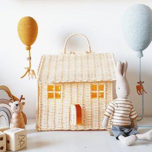 מנורת נצרים בצורת בית