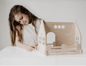 בית בובות לעיצוב החדר בסגנון כפרי
