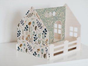 בית בובות לעיצוב החדר בסגנון פרחים עדינים