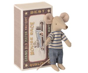 עכבר אח גדול בקופסת גפרורים