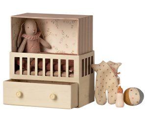 ארנבונית בחדר תינוקות